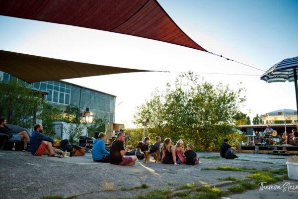 festival-besucher-fette-ente-im-krokoteich-2015-bergen-auf-ruegen