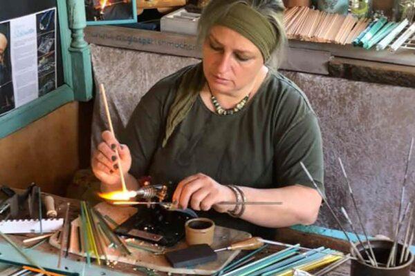 kunsthandwerk-auf-ruegen-markt-der-moeglichkeiten-la-grange-pandemic-dementia